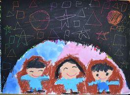丸い空。土星はインパクトがあったようで、 多くの子が描いていました。星の形は色々。