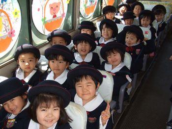 バスの中でも笑顔がいっぱい。 「明日もまたくるよ!」