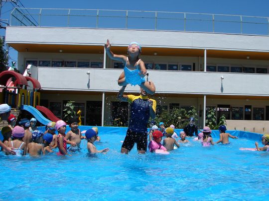 夏休みの自由登園 プール・・今年は暑い!プールは楽しい!・・・